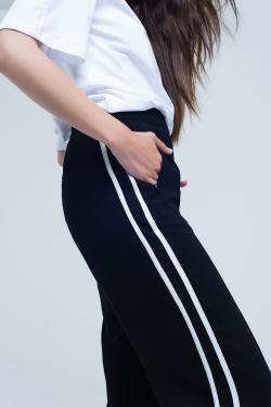 Pantalon noir à rayures latérales blanches