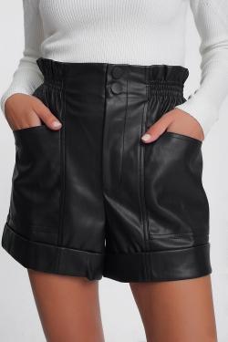 Short en cuir imitation à taille haute froncée en Noir